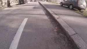 Cykelfilen tar plötsligt slut mitt på vägen på Mechelingatan.