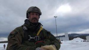 Uutisvideot: Norjan kruununprinssi suoritti armeijan laskuvarjohyppykoulutuksen