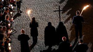 Pitkäperjantain ristisaatto – Via Crucis Roomassa