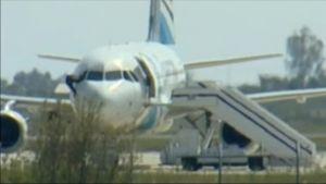 Uutisvideot: Viimeiset panttivangit poistuivat Egyptairin koneesta