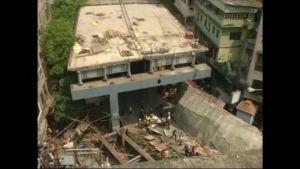 Uutisvideot: Ylikulkusilta romahti Kalkutassa Intiassa