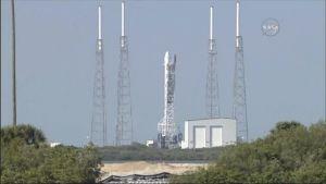 Uutisvideot: SpaceX:n kantoraketin laukaisu osui vihdoin nappiin – merilaskeutuminen onnistui
