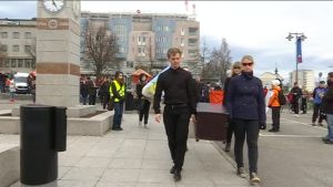 Hiljainen mielenosoitus Savonlinnan opettejankoulutuksen laukkauttamista vastaan. Kuva:Yle/ Pekka Havukainen