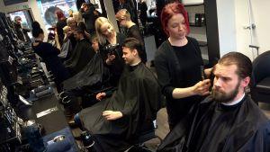 Yle Uutiset Pirkanmaa: Mestarit parturissa