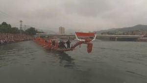Uutisvideot: Maailman pisin lohikäärmevene kävi vesillä
