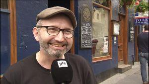 """Uutisvideot: Katso skottien tunnelmat: Islannille """"hurraa"""" ja Englannille """"buu"""""""