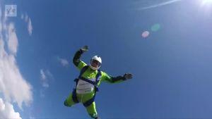 Uutisvideot: Amerikkalaishyppääjän ennätysyritys: Luke Aikins hyppää ilman laskuvarjoa yli seitsemästä kilometristä