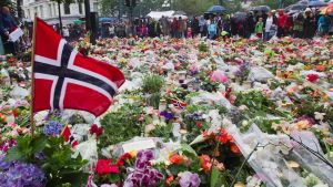 Utøyan ja Oslon terrori-iskuista viisi vuotta – Norja muistaa uhreja – katso suorana