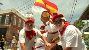 """Uutisvideot: Pamplonan """"härkäjuoksu"""" Hemingwayn hengessä"""