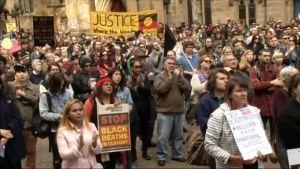 Uutisvideot: Sydneyssä osoitettiin mieltä pahoinpideltyjen nuorten puolesta