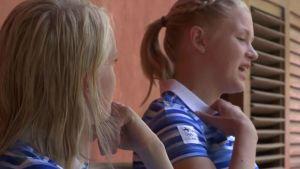 """Rion olympialaiset: Suomen seiväsnaiset kuluttavat aikaa korttipakan ääressä – """"Ei ole uunomestaria vielä"""""""