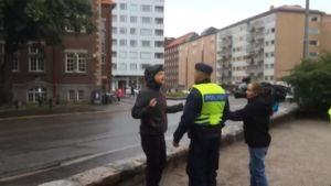 Uutisvideot: Anarkistit kävivät Ylen kuvaajan kimppuun mielenosoituksessa