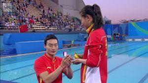 Rion olympialaiset: Mitalien jako päättyi romanttisesti kosintaan