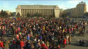 Uutisvideot: Romanian mielensoitusaalto jatkuu