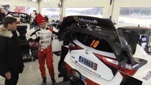 Urheilujuttuja: Latvala esitteli Yle Urheilulle WRC-autojen muutoksia