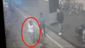 """Uutisvideot: """"Salamurha tehtiin viidessä sekunnissa"""" – Näissä kuvissa näkyy Kim Jong-namin murhasta epäilty nainen"""