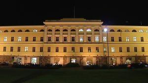 Ulkoministeriön rakennus valaistaan Ruotsin lipun värein