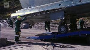 Draken 35 -hävittäjälentokoneen siirto Tampere-Pirkkalan lentoasemalle