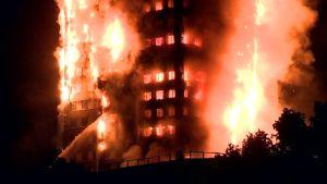 Uutisvideot: Lontoossa massiivinen rakennuspalo