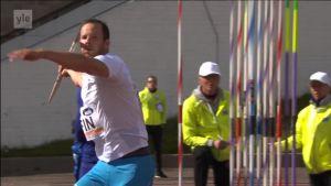 Urheilujuttuja: Tero Pitkämäki heitti kauden parhaansa