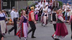 Yle Uutiset Lounais-Suomi: Kansantanssijoiden ja kansanmuusikoiden suurteos Joki - Ån avaa Europeaden Turussa