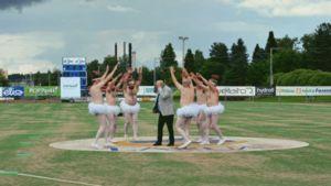 Uutisvideot: Man Dance Party celebrates Finland's centennial
