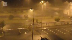 Uutisvideot: Hurrikaani Maria riepottaa Guadeloupea