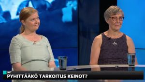 Vihreiden lainsäädäntösihteeri Aino Pennanen viivytti lentokoneen lähtöä, onko kansalaistottelemattomuus hyväksyttävää? Vaarantaako helle potilasturvallisuuden? #yleastudio