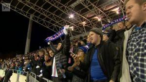 Urheilujuttuja: Islannin kannattajilla riemukas ilta