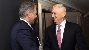 Yhdysvaltain puolustusministeri James Mattis ja Niinistö tapaavat