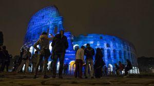 Rooman Colosseum juhlistaa sinivalkovaloin Suomen itsenäisyyttä