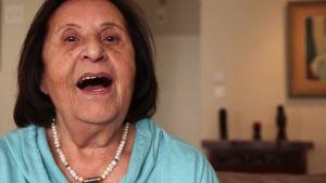 Uutisvideot: Israelilainen Mimi Kovo, 87, kertoo lääkekannabiksen auttavan pahoihin kipuihin.