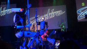 Uutisvideot: Las vegasilainen klubilla eroottisina tanssijoina ketkuttavat robotit