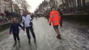 Uutisvideot: Hollantilaiset hyödynsivät pakkasen jäädyttämiä kanavia