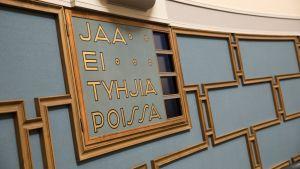 Eduskunta keskustelee sopeutumiseläkkeiden poistoa vaativasta kansalaisaloitteesta