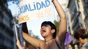Uutisvideot: Argentiinassa kuolee nainen kotiväkivallan uhrina useammin kuin joka 30. tunti.