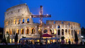 Via Crucis - Pitkäperjantain ristisaatto Roomassa