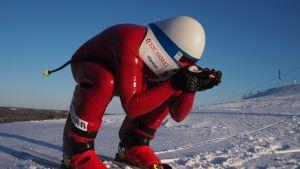 Urheilujuttuja: Viidessä sekunnissa yli 200 kilometrin tuntivauhtiin sukset jalassa - Jukka Viitasaari koukuttui lapsena nopeuslaskuun ja jahtaa nyt lähes nelikymppisenä maailmanennätystä