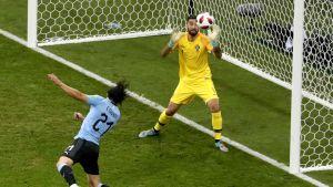 Cavani puski Uruguayn nopeasti johtoon