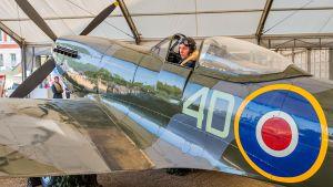 Historiallinen ilmanäytös Lontoon taivaalla: Sadan koneen ylilento kruunaa Britannian ilmavoimien satavuotisjuhlan