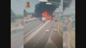 Valvontakamera tallensi säiliöauton räjähdyksen Bolognassa