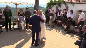Vladimir Putin dansar med Österrikes utrikesminister Karin Kneissl