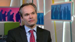 Sisäministeri Kai Mykkänen: Oleskeluluvan jälkeen heti työnhakuun