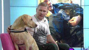 Toni Lahtinen vaihtoi poliisin työt vapaaehtoiseen eläinten suojeluun maailmalla