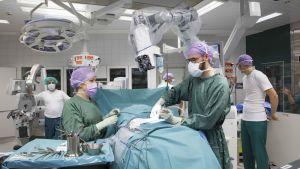Neurokirurgian mullistavaa teknologiaa testataan Töölön sairaalassa