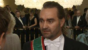 Sukeltaja Mikko Paasi kantoi Linnan juhlissa Thaimaan korkeinta arvomerkkiä