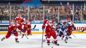 Venäjältä tyly oppitunti Leijonille – katso punakoneen maali-iloittelu