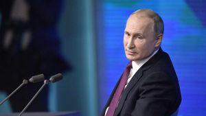 Presidentti Putinin tiedotustilaisuus englanniksi tulkattuna