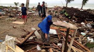 Tuhoisa tsunami runteli Jaavan länsirannikkoa Indonesiassa