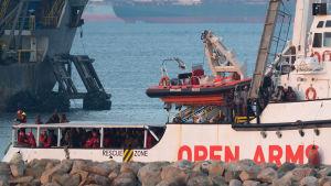 Libyasta tulleita siirtolaisia kuljettava alus saapui Espanjaan